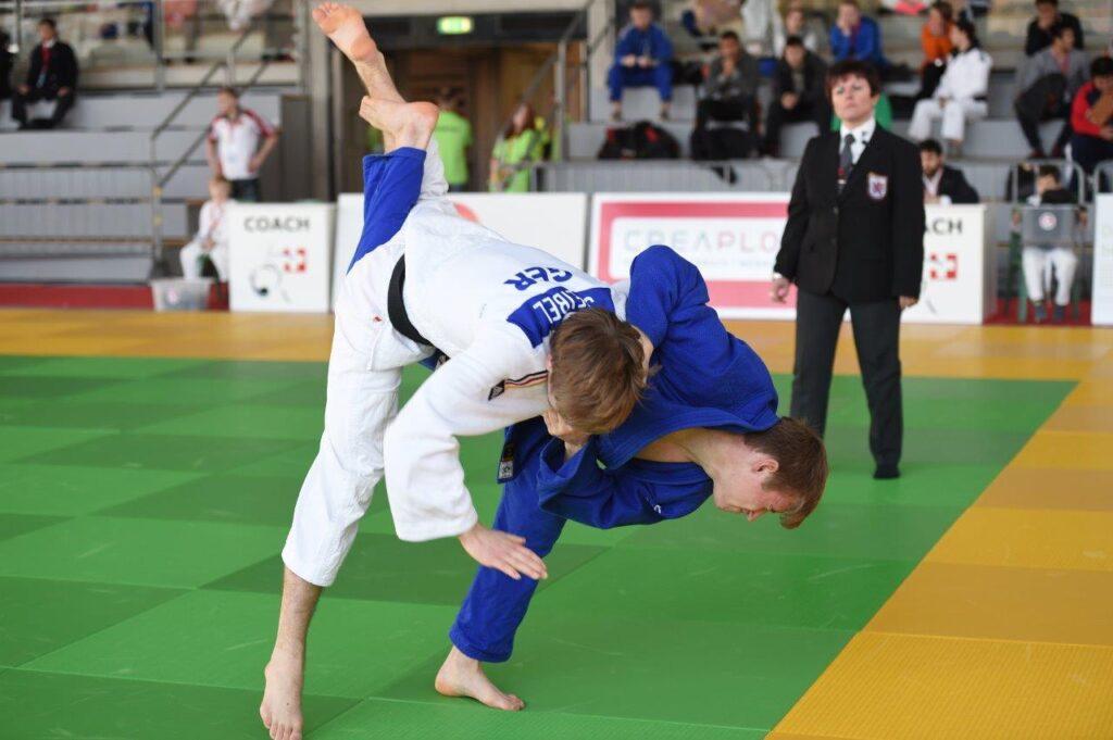 Nils Stump blau